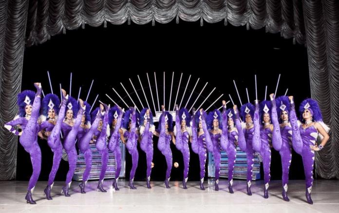 Bailarinas do Circo Tihany no palco.